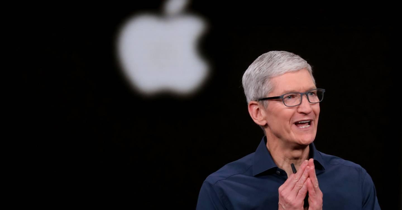 Tim Cook mostrando las novedades de iPhone