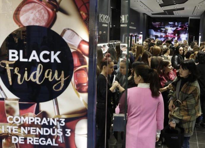EL boom del viernes negro causa desmanes