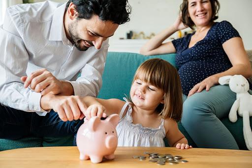 5 hábitos saludables de dinero para niños