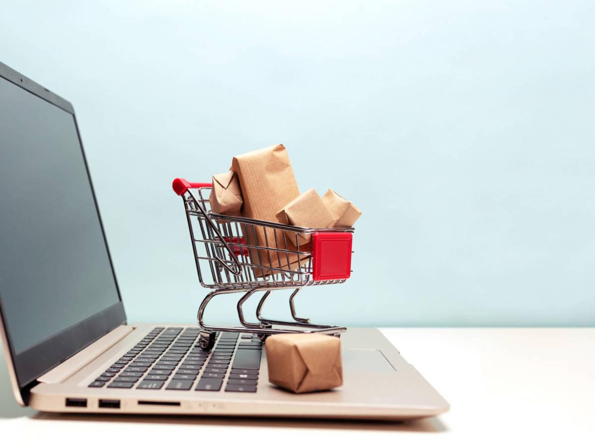 computadora con carrito de compras online