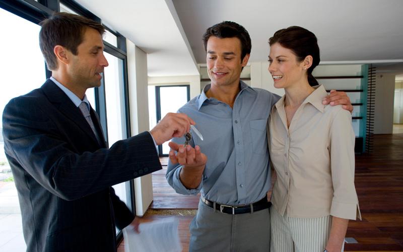 agencia inmobiliaria vendiendo