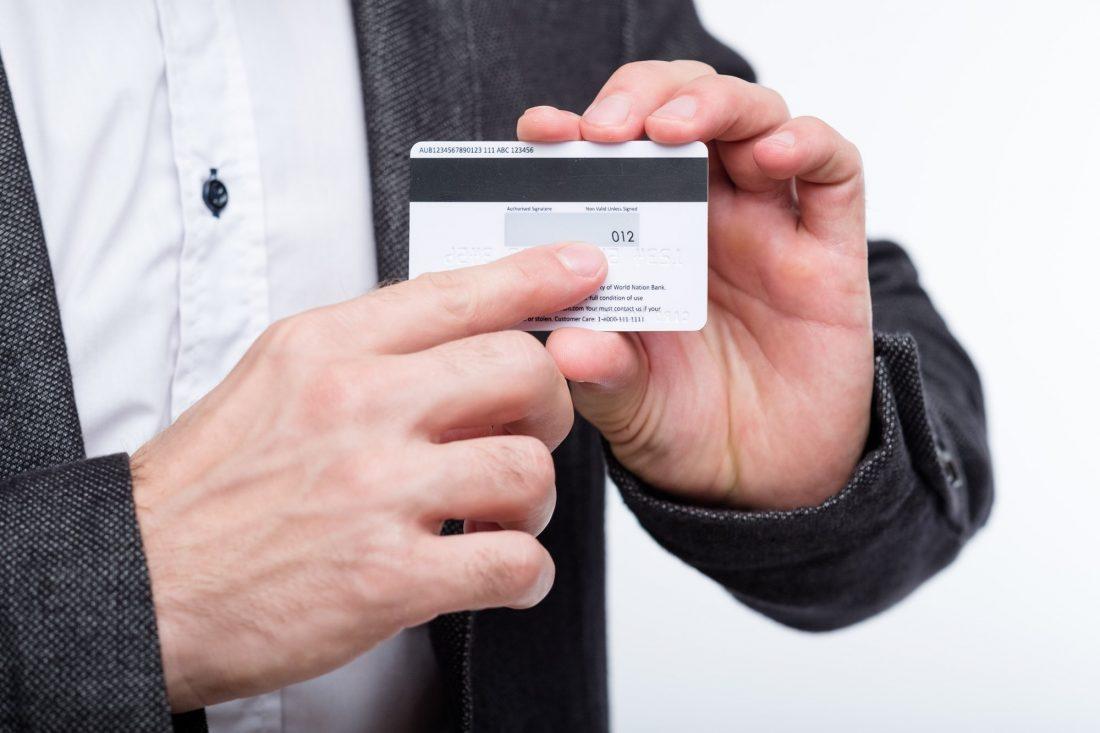 Para pagar en línea necesitas el codigo cvv